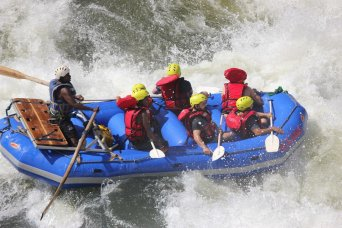 "<span style=""font-weight: bold;"">Rafting </span>"